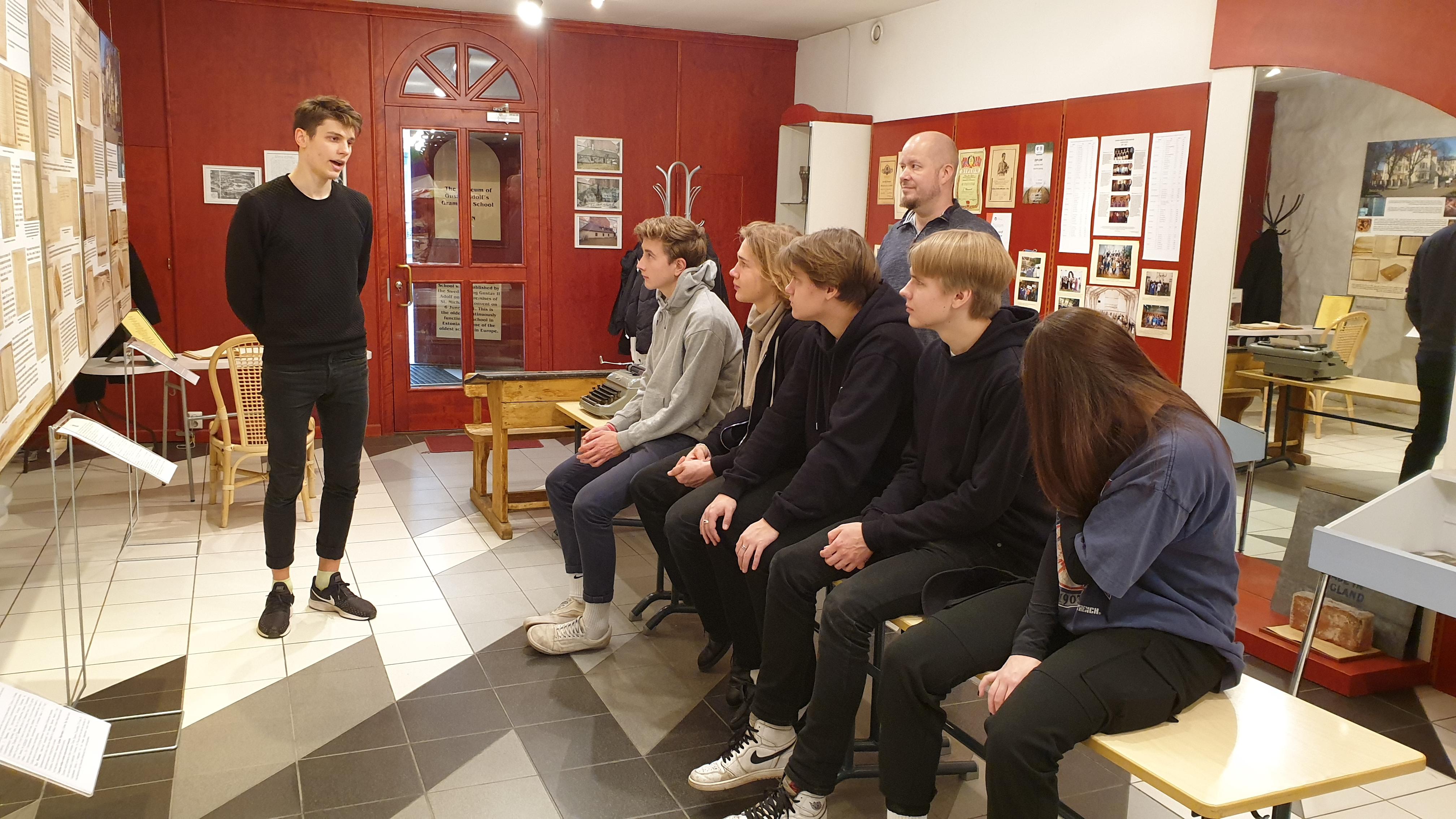 Külalised Gustav Adolfi Gümnaasiumi sõpruskoolist Munkkiniemi Yhteiskoulust